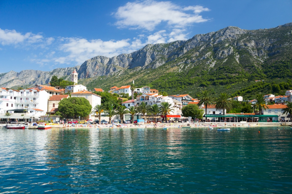 'Gorgeous view on beach and mountains behind in Gradac, Croatia' - Spalato