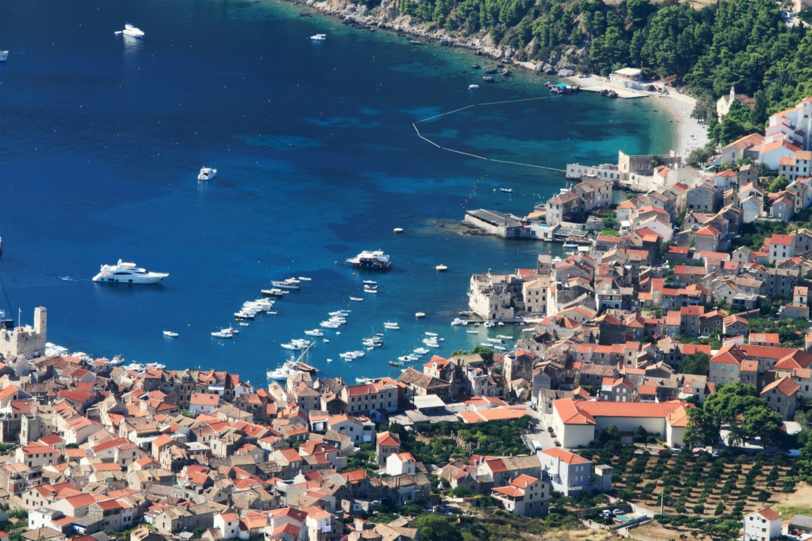 'aerial view to the Vis town in Croatia' - Spalato
